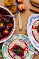Im Ofen geröstete Pflaumen mit Kardamom-Milchreis © Foodistas