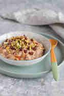 Orientalischer Milchreis mit Datteln, Pistazien und © Feed me up before you go-go