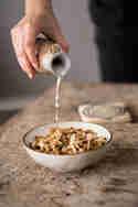 Granola aus der Pfanne © Lenaliciously