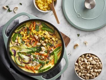 Veganes Gemüsecurry mit Kartoffeln und Pak Choi