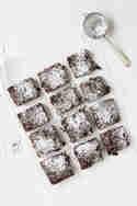 Schoko-Brownies mit Salzkaramell und Kirschen © Jennifer Mönchmeier | Monsieurmuffin