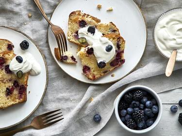 Joghurtkuchen mit Brombeeren