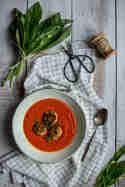 Tomatensuppe mit Bärlauch-Reisbällchen © Lecker & Co.