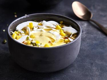 Smoothie Bowl mit Mango und Maracuja