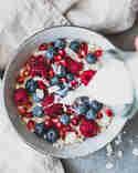 Selbstgemachte Mandelmilch fürs Müsli © Eat Vegan