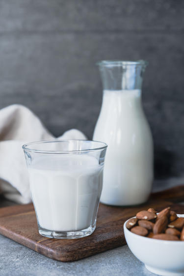 Mandelmilch Rezept © Eat Vegan