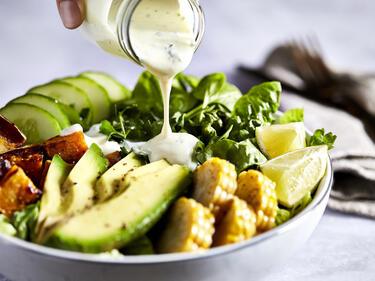 Salat mit schnellem Joghurtdressing