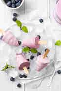 FroYo Eis am Stiel mit Blaubeeren © Nicest Things