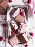 Kirsch-Cookie Eis-Sandwiches © Meine Küchenschlacht