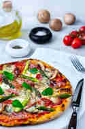 Spargelpizza mit Mozzarella, Gorgonzola und Pancetta © Lars Spickers | Colors of Food