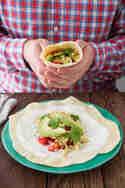Frühstücksburritos mit Korianderrührei, Tomatensalsa und Avocado © Sabrina Kiefer & Steffen Jost | Feed me up before you go go