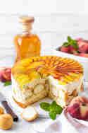 Windbeutel-Torte mit Weinbergpfirsich © Vera Wohlleben | Nicest Things