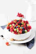 Kokos-Beeren-Torte © Jennifer Mönchmeier | Monsieurmuffin