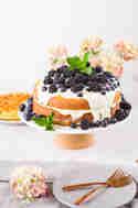 Waffeltorte mit Beeren-Mascarpone-Topping © Foodistas