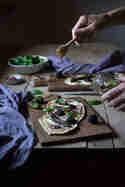 Flammkuchen mit Ziegenkäse, Paprika und Brombeeren © Janine Hegendorf | Nuts and Blueberries