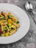 Nudelpfanne mit Zucchini & Kichererbsen © Karin Klemmer | Wallygusto