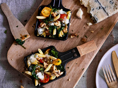 Raclette mit Penne, Spinat und Gorgonzola