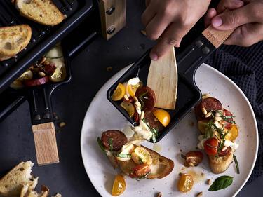 Raclette: Ciabatta-Caprese mit Chorizo