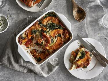 Gemüselasagne mit Lasagneplatten aus roten Linsen
