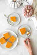 Kürbis Joghurt Schnitten © Joana Sonnhoff | Foodreich