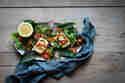 Bunter Halloumi Salat mit Kapern & Zitronen-Chili-Dressing © Janine Hegendorf | nutsandblueberries