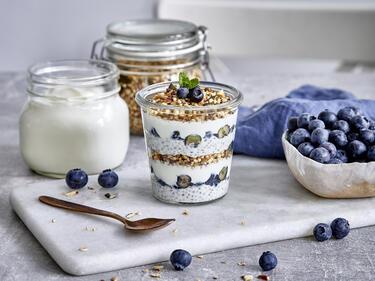 Joghurt-Chia-Trifle mit Blaubeeren