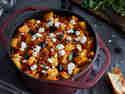 Griechischer Yachni – Herzhafter Veggie-Eintopf mit Kartoffeln, Oliven und Feta