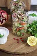 Quinoa-Tabouleh mit Granatapfelkernen & Minzjoghurt © Hannah Frey   Projekt: Gesund leben