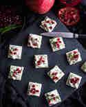 Cracker mit Cashew Frischkäse & Granatapfelkerne © Patricia Schillaci   Veganstars