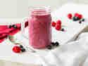 2-Zutaten-Smoothie mit Joghurt und Beeren