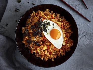 Kimchi-Fried-Rice mit frischem Gemüse