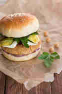 Nordafrikanische Burger mit Couscous-Kichererbsen-Pattys © Sabrina Kiefer & Steffen Jost   Feed me up before you go-go