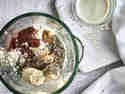 Veganer Proteinshake mit Kakao und Banane