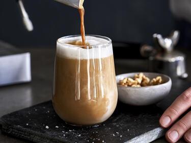 Salted Latte mit Walnussmilch