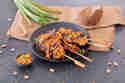 Hähnchen-Satay-Spieße mit Erdnuss-Sauce © Maria & Perry | Resipis