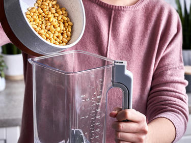 sojamilch selber machen mit dem mixer