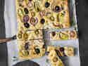 Focaccia mit Oliven und Artischocken